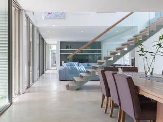 Dining Room, Lounge & Stair:  Living room by Van der Merwe Miszewski Architects