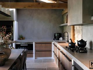 Cocinas de estilo mediterráneo de Molitli Interieurmakers Mediterráneo