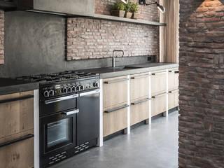 Cocinas de estilo industrial de Molitli Interieurmakers Industrial