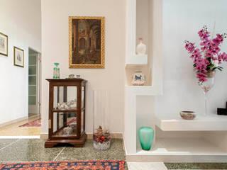 Pasillos, vestíbulos y escaleras minimalistas de Luca Bucciantini Architettura d' interni Minimalista