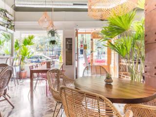 Restaurantes de estilo  por CONSOLIDACIONES Y CONTRATAS S.L