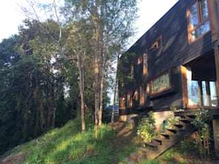 CASA URA: Casas de estilo  por KOMMER ARQUITECTOS