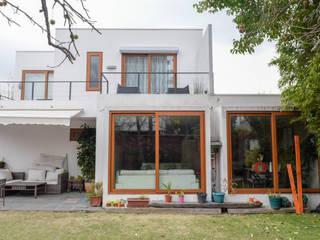 Remodelación de Casa Islas Fidji por Arqbau: Casas unifamiliares de estilo  por Arqbau Ltda.