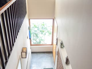 Pasillos, vestíbulos y escaleras mediterráneos de Arqbau Ltda. Mediterráneo