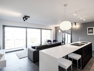 La Concorde Residence - Kitchen & Living Room : Cozinhas embutidas  por Lola Cwikowski Interior Design Studio