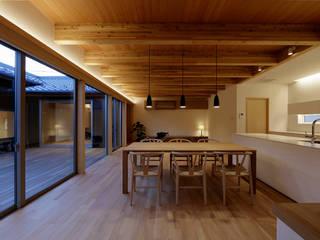 伊賀上野の家  リビングダイニング: 株式会社 森本建築事務所が手掛けたダイニングです。