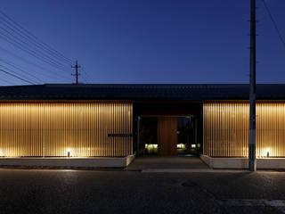 伊賀上野の家  外観夜景: 株式会社 森本建築事務所が手掛けた木造住宅です。