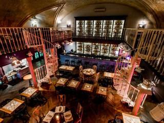 Aménagement d'un restaurant  :  de style  par Archiconfort Sarl
