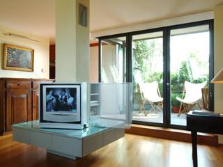 Casa A, Milano Kazuyo Komoda (Design Studio) SoggiornoArmadietti & Credenze