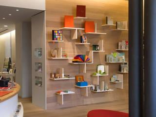 Fabriano Boutique, Milano Negozi & Locali commerciali moderni di Kazuyo Komoda (Design Studio) Moderno