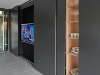 Casa M, Varese Iº fase Soggiorno moderno di Kazuyo Komoda (Design Studio) Moderno