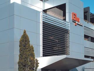 Sede do Grupo MEKKIN: Escritórios e Espaços de trabalho  por JOÂO MIGUEL PINHEIRO - Arquitectos Associados,Industrial