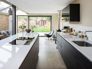 Ground Floor Kitchen Extension by Resi Architects in London Мінімалістичний