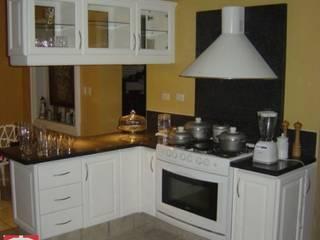 Cocinas Integrales T-HO KOOBEN, S.A. DE C.V. CocinaArmarios y estanterías Contrachapado Blanco