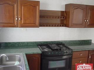 Cocinas Integrales T-HO KOOBEN, S.A. DE C.V. CocinaArmarios y estanterías Madera Acabado en madera