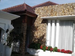 Rumah di komplek Mina Bakti :  Rumah by CV.Emasna Propertindo Sentosa