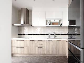 輕別墅宅 現代廚房設計點子、靈感&圖片 根據 WID建築室內設計事務所 Architecture & Interior Design 現代風