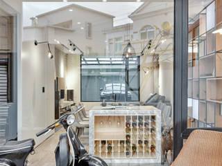Puertas y ventanas modernas de WID建築室內設計事務所 Architecture & Interior Design Moderno