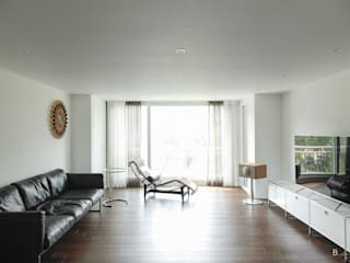 B house 비하우스 Moderne Wohnzimmer Holz Braun