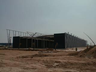 Unidade Industrial Blocotelha Maroc: Escritórios e Espaços de trabalho  por JOÂO MIGUEL PINHEIRO - Arquitectos Associados,Industrial