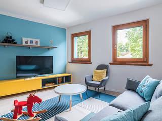 Salones de estilo escandinavo de Facile Ristrutturare Escandinavo