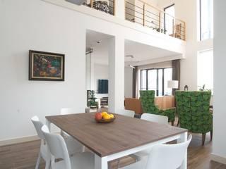 Современный загородный стиль Столовая комната в скандинавском стиле от anydesign Скандинавский