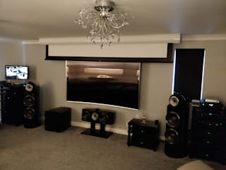 High-End HiFi and Cinemascope Cinema system:  Media room by HiFi Cinema Ltd.