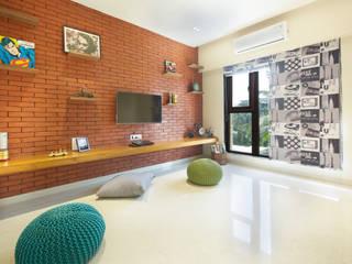 Bachelor Pad:  Bedroom by Urbane Storey