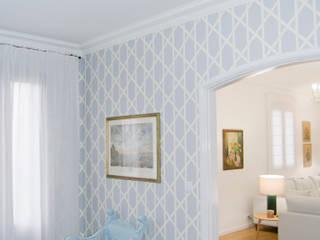 Biblioteca: Salas de estar clássicas por Tangerinas e Pêssegos - Design de Interiores & Decoração no Porto