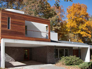 Liberberg House RT Studio, LLC Modern Houses Wood