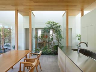 坪庭: 藤原・室 建築設計事務所が手掛けた階段です。,