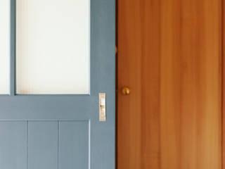 内と外を渡る家 の ELD INTERIOR PRODUCTS オリジナル 木 木目調