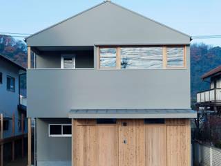 吹き抜けのある家: ELD INTERIOR PRODUCTSが手掛けた木造住宅です。