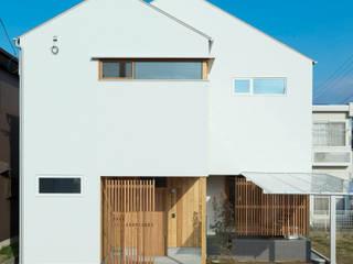 三角屋根の家: ELD INTERIOR PRODUCTSが手掛けた一戸建て住宅です。