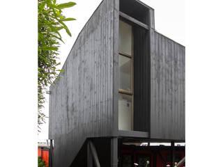 by Crescente Böhme Arquitectos Мінімалістичний
