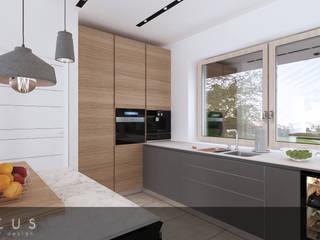 Kuchnia z drewnem w trzech wariantach: styl , w kategorii Kuchnia na wymiar zaprojektowany przez INTUS DeSiGn