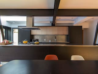 Built-in kitchens by Crescente Böhme Arquitectos, Minimalist