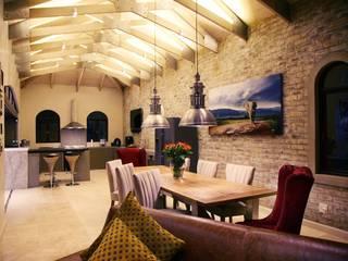 Villa Torino: modern Dining room by Vision Tribe