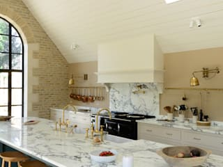 A Cotswold Barn by deVOL:  Kitchen by deVOL Kitchens