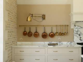 deVOL Kitchens Classic style kitchen Solid Wood Beige