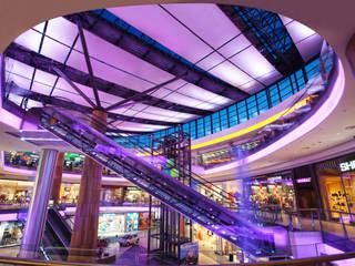 Centros Comerciales de estilo  por Ro Lighting Design
