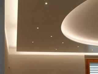 controsoffitto:  in stile  di Rosy Gioia Architetto