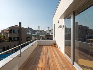 Patios & Decks by 庄司寛建築設計事務所 / HIROSHI SHOJI  ARCHITECT&ASSOCIATES, Modern