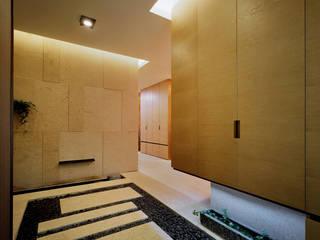 Design Tomorrow INC. Modern corridor, hallway & stairs