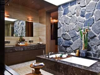 Design Tomorrow INC. Eclectic style bathrooms