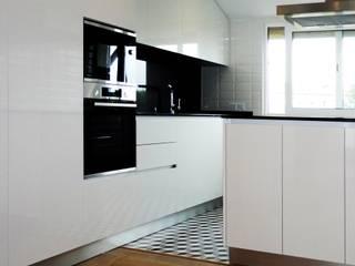 Remodelação interior apartamento Esgueira- Aveiro por GAAPE - ARQUITECTURA, PLANEAMENTO E ENGENHARIA, LDA Moderno