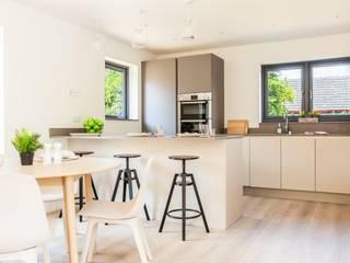 Dry Drayton Show-home:  Kitchen by Sara Slade Interiors