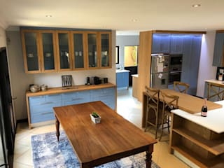 Contemporary kitchen renovation:  Kitchen units by CS DESIGN