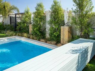 Swimming Pool:   by Deborah Garth Interior Design