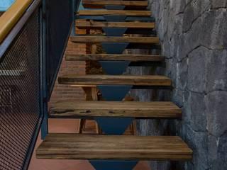 Casa IC: Escaleras de estilo  por Taller de Arquitectura Bioclimática +3d